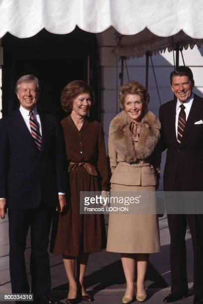 Jimmy et Rosalyn Carter Nancy et Ronald Reagan à la MaisonBlanche le 20 novembre 1980 à Washington EtatsUnis