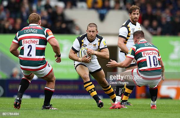 Jimmy Gopperth of Wasps takes on Tom Youngs and Freddie Burns during the Aviva Premiership match between Leicester Tigers and Wasps at Welford Road...
