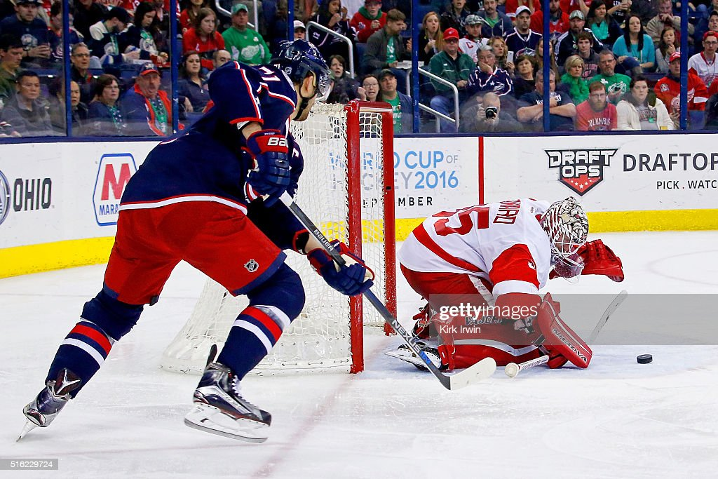 <a gi-track='captionPersonalityLinkClicked' href=/galleries/search?phrase=Jimmy+Howard&family=editorial&specificpeople=2118637 ng-click='$event.stopPropagation()'>Jimmy Howard</a> #35 of the Detroit Red Wings covers up the puck before <a gi-track='captionPersonalityLinkClicked' href=/galleries/search?phrase=Nick+Foligno&family=editorial&specificpeople=537821 ng-click='$event.stopPropagation()'>Nick Foligno</a> #71 of the Columbus Blue Jackets can get to the rebound during the second period on March 17, 2016 at Nationwide Arena in Columbus, Ohio.