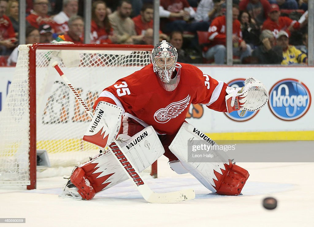 <a gi-track='captionPersonalityLinkClicked' href=/galleries/search?phrase=Jimmy+Howard&family=editorial&specificpeople=2118637 ng-click='$event.stopPropagation()'>Jimmy Howard</a> #35 of the Detroit Red Wings gets ready to make the save during the second period of the game against the Los Angeles Kings at Joe Louis Arena on January 18, 2014 in Detroit, Michigan. The Wings defeated the Kings 3-2 in a shootout.