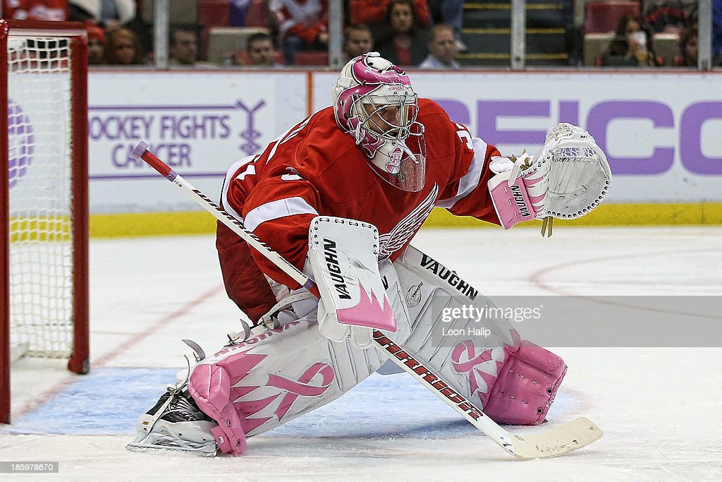 <a gi-track='captionPersonalityLinkClicked' href=/galleries/search?phrase=Jimmy+Howard&family=editorial&specificpeople=2118637 ng-click='$event.stopPropagation()'>Jimmy Howard</a> #35 of the Detroit Red Wings gets ready to play the puck during the third period of the game against the New York Rangers at Joe Louis Arena on October 26, 2013 in Detroit, Michigan. The Rangers defeated the Red Wings 3-2.