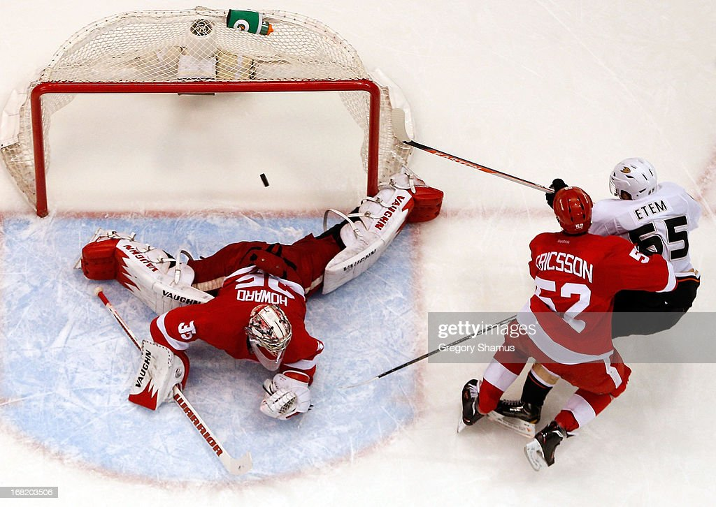 <a gi-track='captionPersonalityLinkClicked' href=/galleries/search?phrase=Jimmy+Howard&family=editorial&specificpeople=2118637 ng-click='$event.stopPropagation()'>Jimmy Howard</a> #35 of the Detroit Red Wings makes a second period save on a shot by <a gi-track='captionPersonalityLinkClicked' href=/galleries/search?phrase=Emerson+Etem&family=editorial&specificpeople=6365314 ng-click='$event.stopPropagation()'>Emerson Etem</a> #65 of the Anaheim Ducks next to <a gi-track='captionPersonalityLinkClicked' href=/galleries/search?phrase=Jonathan+Ericsson&family=editorial&specificpeople=2538498 ng-click='$event.stopPropagation()'>Jonathan Ericsson</a> #52 in Game Four of the Western Conference Quarterfinals during the 2013 NHL Stanley Cup Playoffs at Joe Louis Arena on May 6, 2013 in Detroit, Michigan. Detroit won the game 3-2 in Overtime to tie the series 2-2.