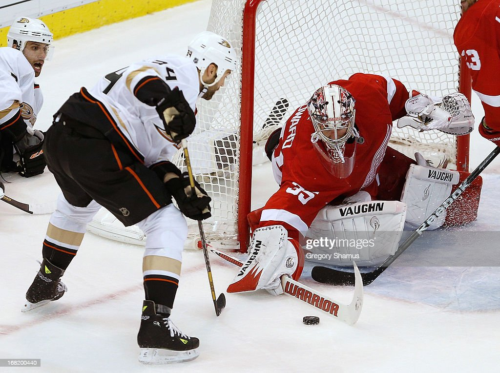 <a gi-track='captionPersonalityLinkClicked' href=/galleries/search?phrase=Jimmy+Howard&family=editorial&specificpeople=2118637 ng-click='$event.stopPropagation()'>Jimmy Howard</a> #35 of the Detroit Red Wings makes an overtime save on a shot from <a gi-track='captionPersonalityLinkClicked' href=/galleries/search?phrase=Daniel+Winnik&family=editorial&specificpeople=2529214 ng-click='$event.stopPropagation()'>Daniel Winnik</a> #34 of the Anaheim Ducks in Game Four of the Western Conference Quarterfinals during the 2013 NHL Stanley Cup Playoffs at Joe Louis Arena on May 6, 2013 in Detroit, Michigan. Detroit won the game 3-2 in overtime to tie the series 2-2.