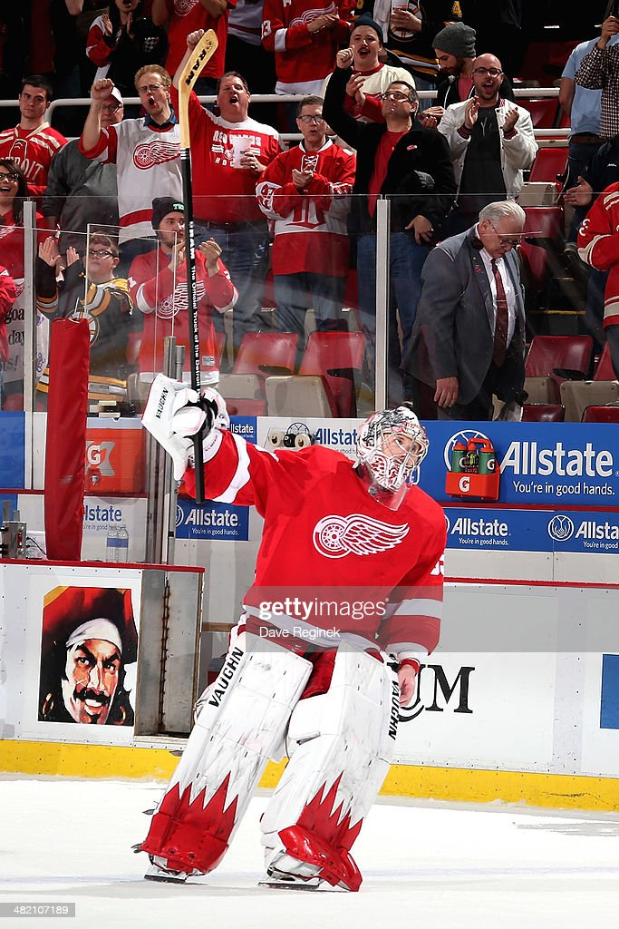 <a gi-track='captionPersonalityLinkClicked' href=/galleries/search?phrase=Jimmy+Howard&family=editorial&specificpeople=2118637 ng-click='$event.stopPropagation()'>Jimmy Howard</a> #35 of the Detroit Red Wings salutes the crowd after being named first star of an NHL game against the Boston Bruins on April 2, 2014 at Joe Louis Arena in Detroit, Michigan. Detroit defeated Boston 3-2