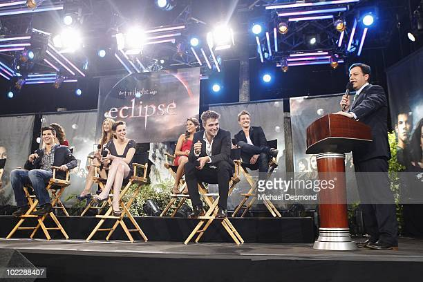 TOTAL ECLIPSE OF THE HEART Jimmy Kimmel welcomes Twilight stars Robert Pattinson Kristen Stewart Taylor Lautner and many others in a primetime...