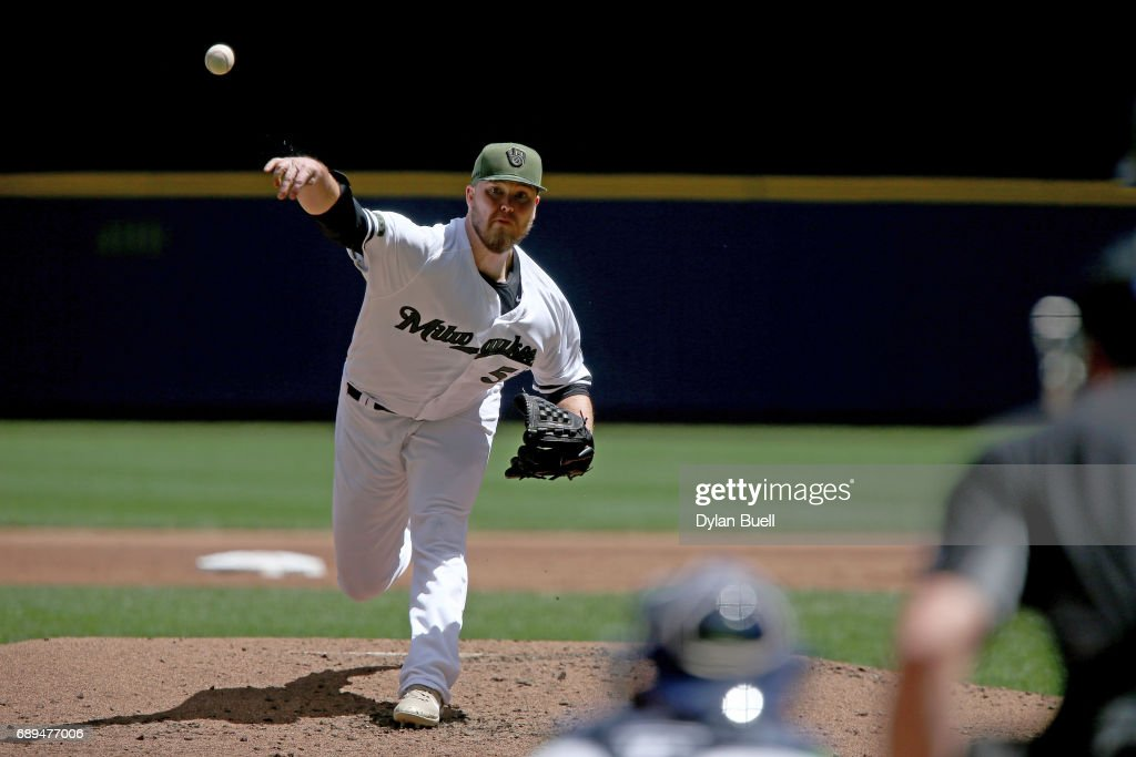 Jimmy Nelson #52 of the Milwaukee Brewers pitches in the second inning against the Arizona Diamondbacks at Miller Park on May 28, 2017 in Milwaukee, Wisconsin.