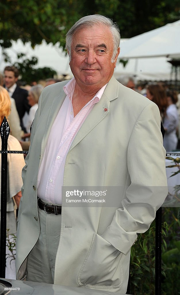 Jimmy Tarbuck arrives at Sir David Frost's Summer Party on July 2, 2009 in London, England.