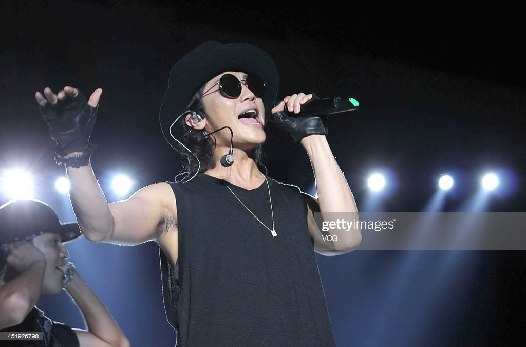 jin-akanishi-performs-on-stage-at-the-sh