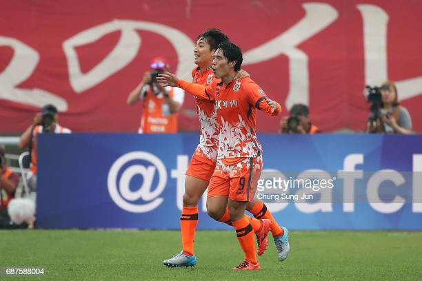 Jin SeongUk of Jeju United FC celebrates after scoring a second goal during the AFC Champions League Round of 16 match between Jeju United FC and...