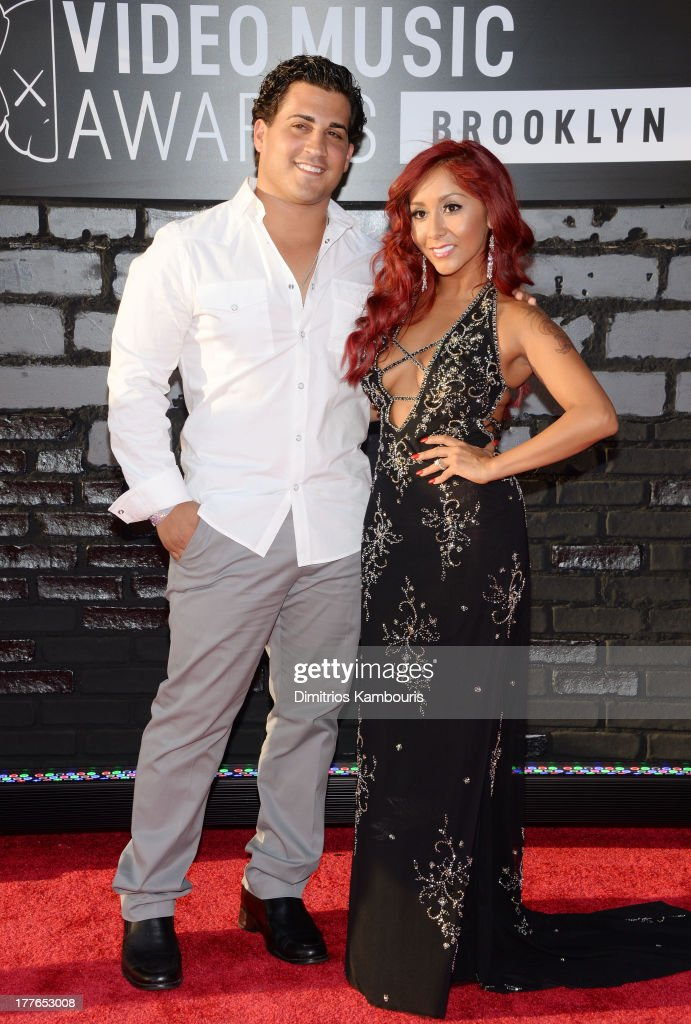 Jionni LaValle (L) and Nicole 'Snooki' Polizzi (Detail: NYC Glitz dress) attend the 2013 MTV Video Music Awards at the Barclays Center on August 25, 2013 in the Brooklyn borough of New York City.