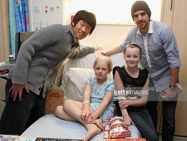 JiSung Park and Owen Hargreaves of Manchester United pose with Leah Rothwell from Bolton at the Royal Manchester Children's Hospital as part of the...