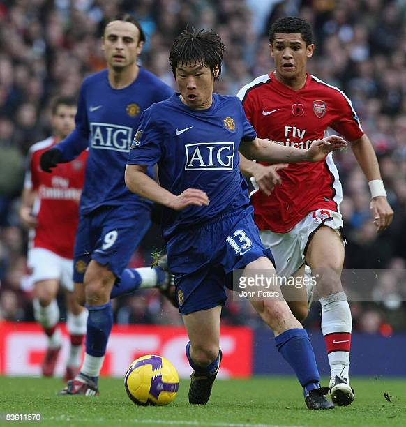 JiSung Park of Manchester United clashes with Denilson of Arsenal during the Barclays Premier League match between Arsenal and Manchester United at...