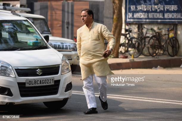 Jitendra Tomer arrives to attend the Aam Aadmi Party MLAs meeting at Delhi CM Arvind Kejriwal House on May 6 2017 in New Delhi India Amanatullah Khan...