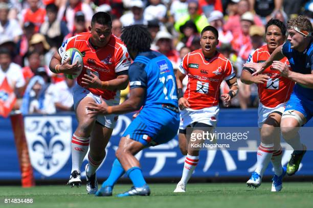Jiwon Koo of Sunwolves runs with the ball during the Super Rugby match between the Sunwolves and the Blues at Prince Chichibu Stadium on July 15 2017...