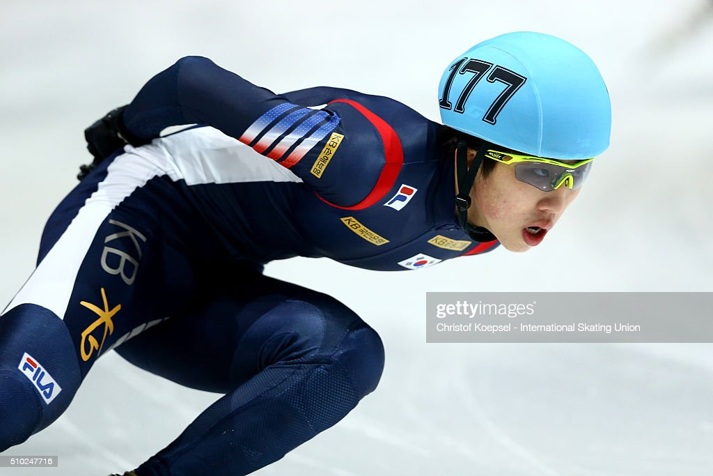 Jiwon Park of Korea skates during the men 5000m relay final A during Day 3 of ISU Short Track World Cup at Sportboulevard on February 14, 2016 in Dordrecht, Netherlands.