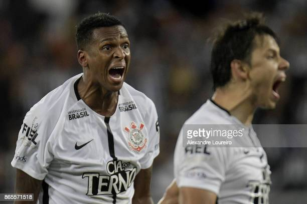 Jo  and Angel Romero of Corinthians react during the match between Botafogo and Corinthians as part of Brasileirao Series A 2017 at Engenhao Stadium...