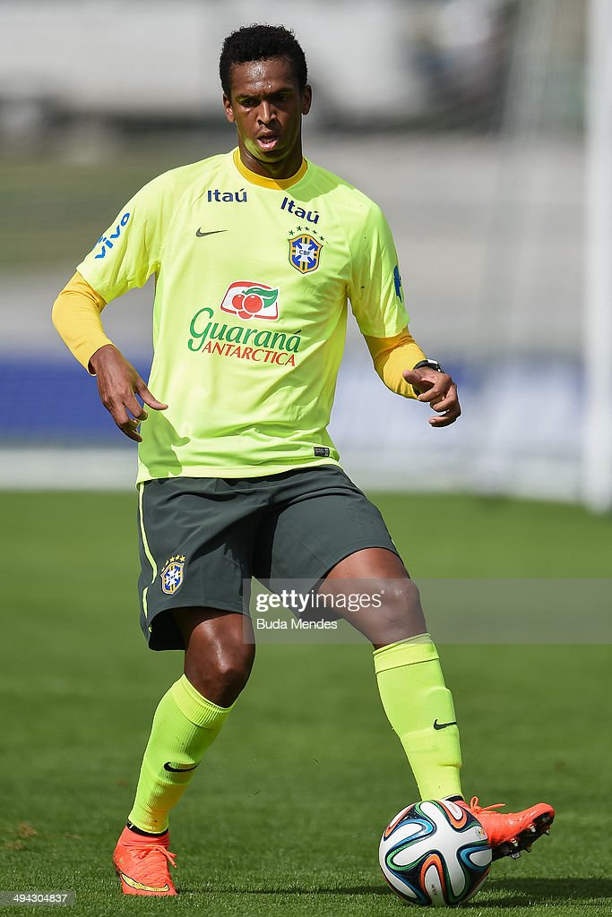 Jo in action during a training session of the Brazilian national football team at the squad's Granja Comary training complex, in Teresopolis, 90 km from downtown Rio de Janeiro on May 29, 2014 in Teresopolis, Brazil.