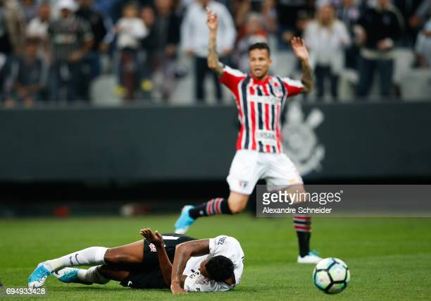 Jo of Corinthians goes down injured during the match between Corinthians and Sao Paulo for the Brasileirao Series A 2017 at Arena Corinthians Stadium...