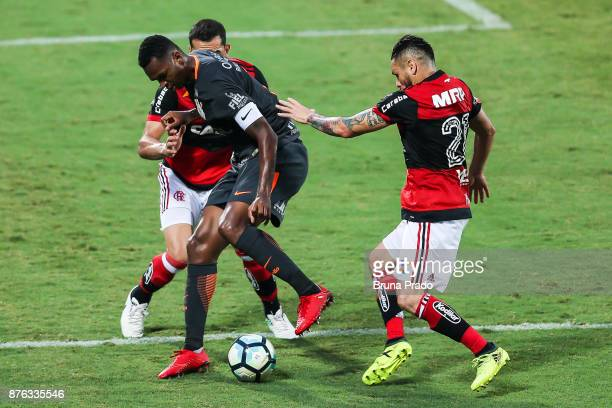 Jo of Corinthians struggles for the ball with a Rhodolfo and Para of Flamengo during the Brasileirao Series A 2017 match between Flamengo and...