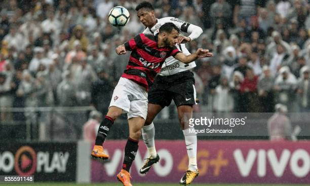 Jo of Corinthians vies the ball with Yago of Vitoria during the match between Corinthians and Vitoria for the Brasileirao Series A 2017 at Arena...