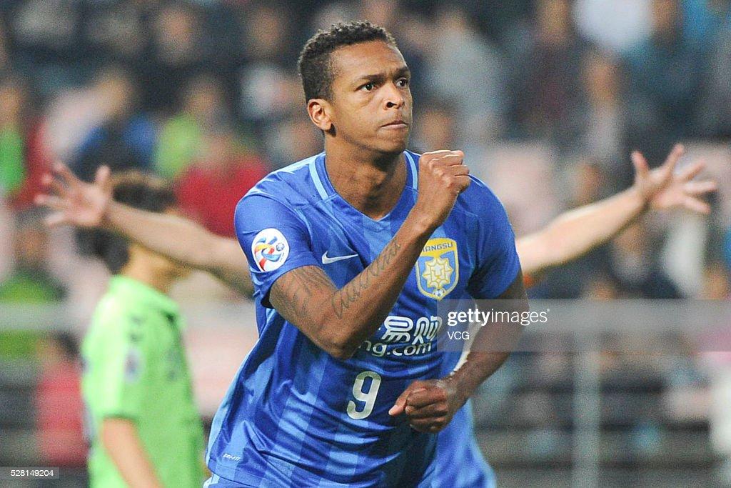 Jo #9 of Jiangsu Suning celebrates a ball during the AFC Asian Champions League match between Jeonbuk Hyundai Motors FC and Jiangsu Suning FC at Jeonju World Cup Stadium on May 4, 2016 in Jeonju, South Korea.
