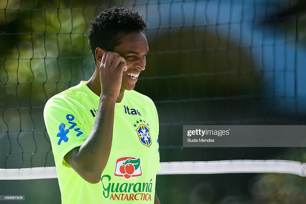 Jo smiles during a training session of the Brazilian national football team at the squad's Granja Comary training complex, on June 13, 2014 in Teresopolis, 90 km from downtown Rio de Janeiro, Brazil.
