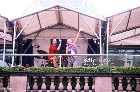 DJ Jo Whiley introduces Travis during a concert in Covent Garden London United Kingdom 2000