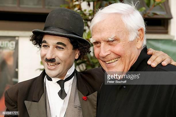 Joachim Fuchsberger C h a r l y Ch a p l i nDouble '2Schafhof Festival für UNICEF' Kronberg/Taunus Schauspieler Promi Promis Prominente Prominenter...