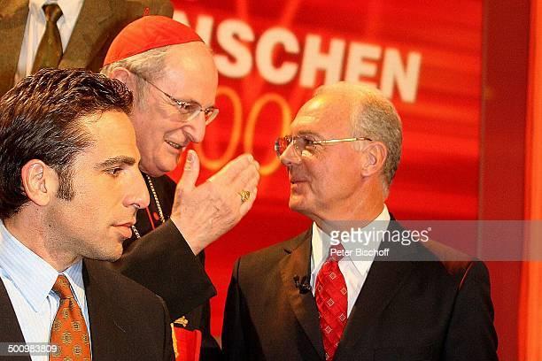Joachim Kardinal Meisner Franz Beckenbauer ganz links Bobby Schindler ZDFJahresrückblickShow 'Menschen 2005' Rheingoldhalle Mainz Deutschland PNr...