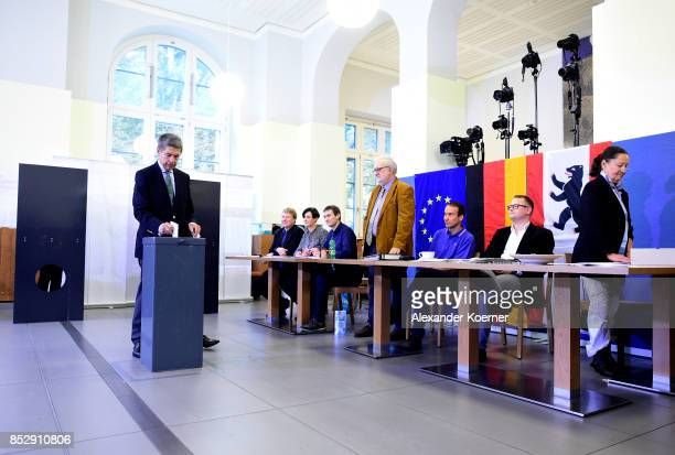 Joachim Sauer husband of German Chancellor and Christian Democrat Angela Merkel casts his ballot in German federal elections on September 24 2017 in...