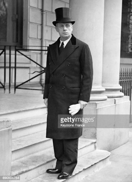 Joachim von Ribbentrop sur les marches de l'Ambassade d'Allemagne le jour de son entrée en fonction en tant qu'ambassadeur le 27 octobre 1936 à...