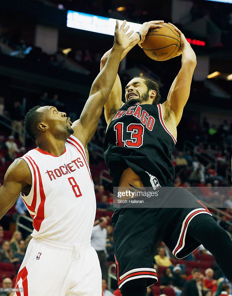 joakim-noah-of-the-chicago-bulls-drives-