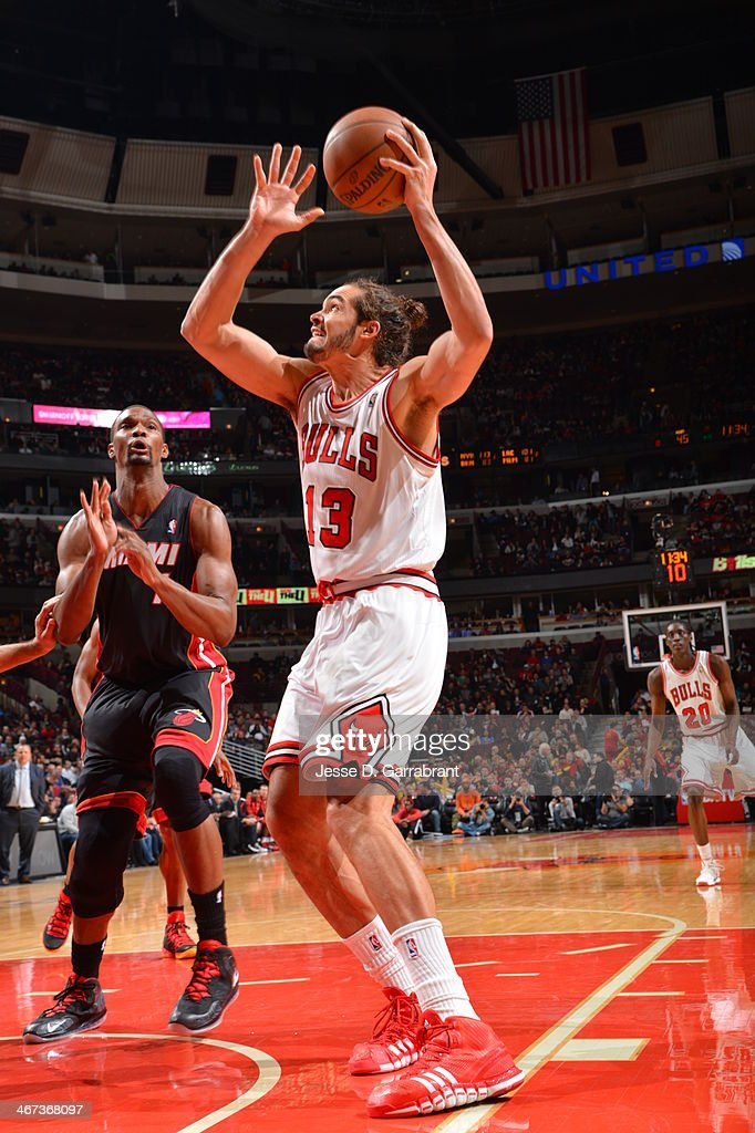 <a gi-track='captionPersonalityLinkClicked' href=/galleries/search?phrase=Joakim+Noah&family=editorial&specificpeople=699038 ng-click='$event.stopPropagation()'>Joakim Noah</a> #13 of the Chicago Bulls handles the ball against the Miami Heat on December 5, 2013 at United Center in Chicago, Illinois.