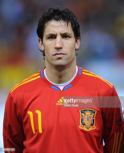 ¿Cuánto mide Joan Capdevila? Joan-capdevila-of-spain-linesup-before-the-international-friendly-picture-id93083163?s=612x612
