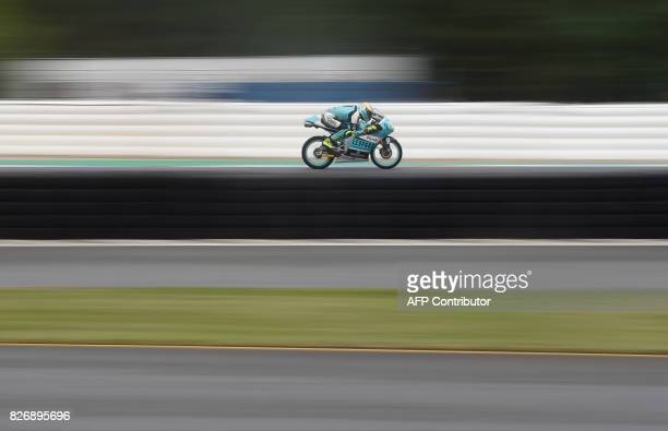 TOPSHOT Joan Mir of Spain competes to win the Moto3 event of the Grand Prix of the Czech Republic in Brno on August 6 2017 / AFP PHOTO / Michal Cizek