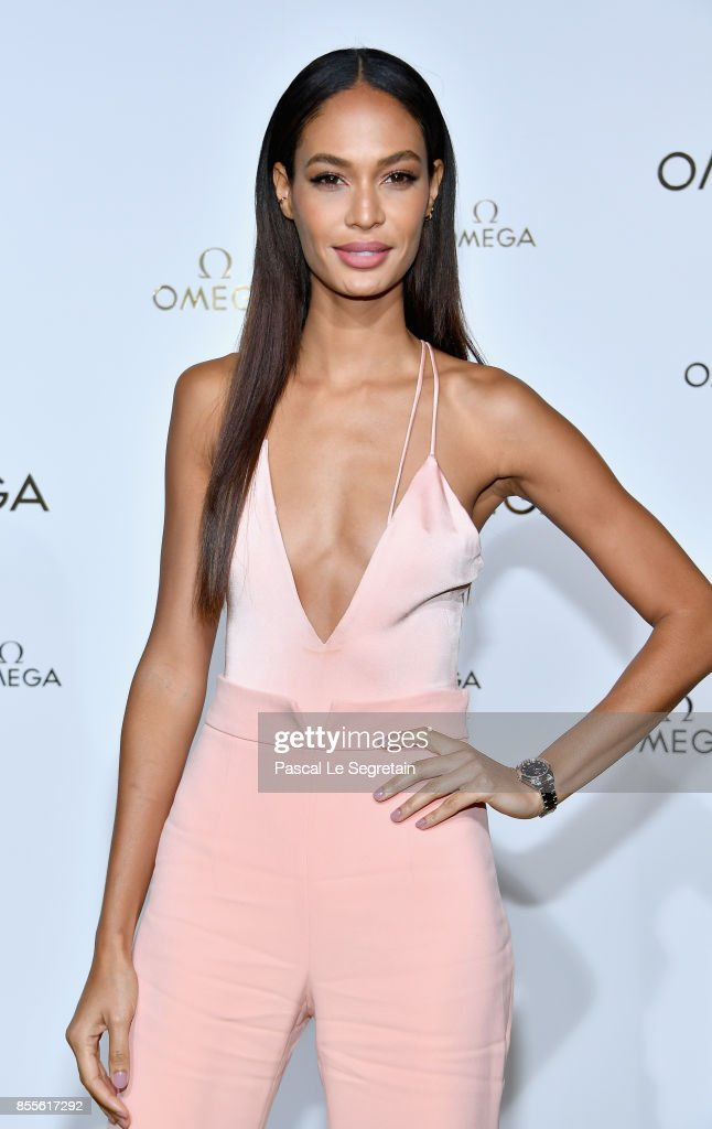 Joan Smalls attends 'Her Time' Omega Photocall as part of the Paris Fashion Week Womenswear Spring/Summer 2018 on September 29, 2017 in Paris, France.