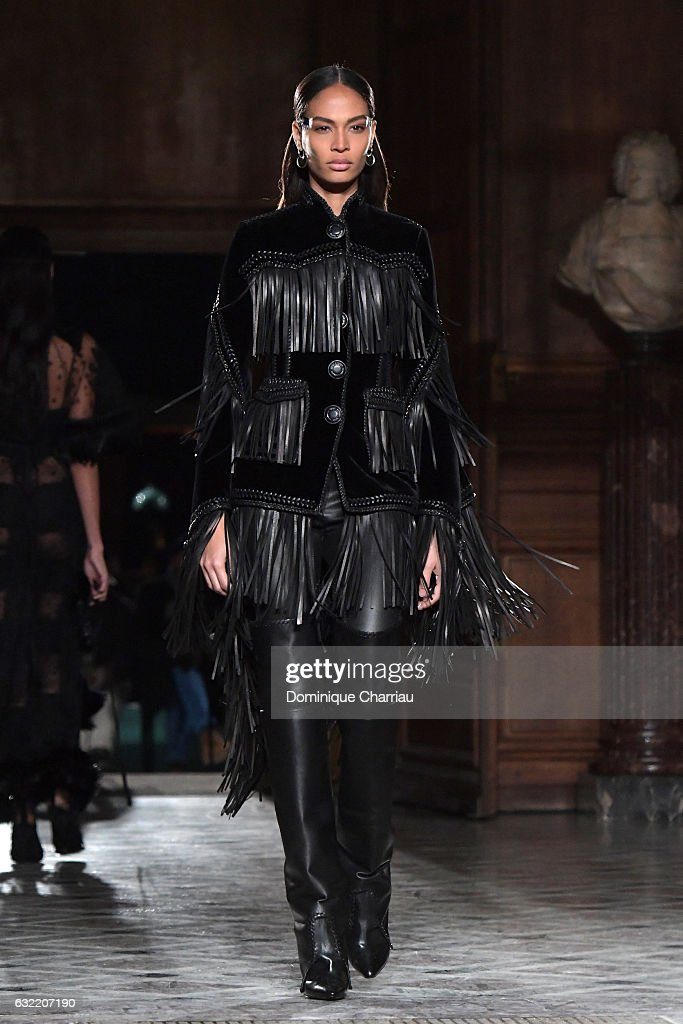 joan-smalls-walks-the-runway-during-the-givenchy-menswear-fallwinter-picture-id632207190