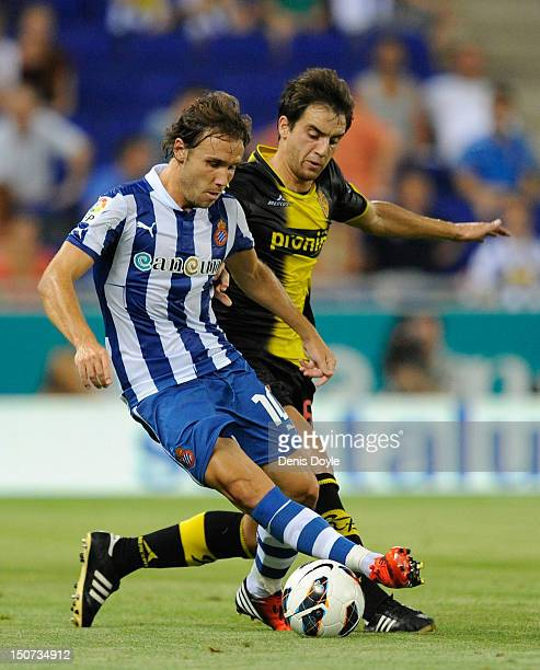 Joan Verdu of RCD Espanyol is challenged by Goni of Real Zaragoza during the La Liga match between RCD Espanyol and Real Zaragoza at Nuevo Estadio de...
