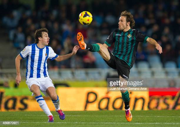 Joan Verdu of Real Betis Balompie and Ruben Pardo of Real Sociedad in action during the La Liga match between Real Sociedad de Futbol and Real Betis...