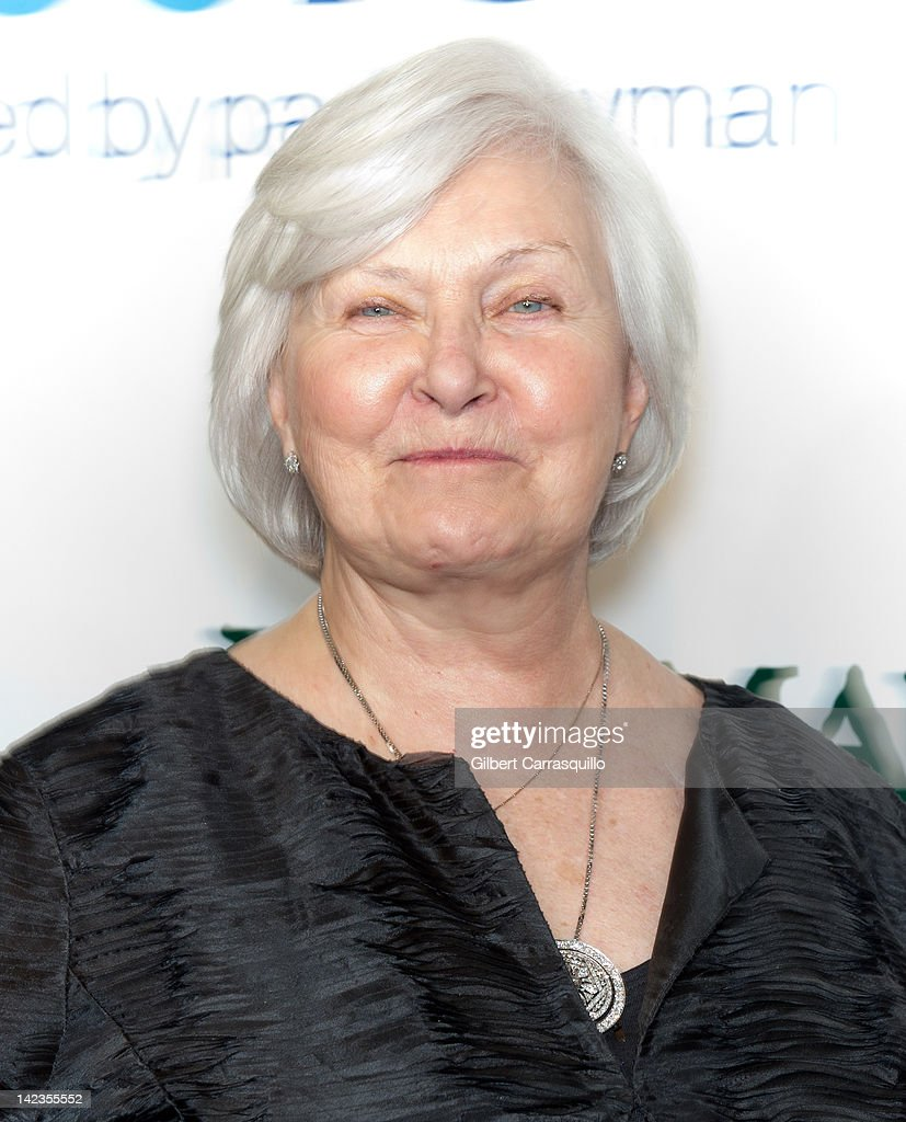 <a gi-track='captionPersonalityLinkClicked' href=/galleries/search?phrase=Joanne+Woodward&family=editorial&specificpeople=211476 ng-click='$event.stopPropagation()'>Joanne Woodward</a> attends a Celebration of Paul Newman's Dream to benefit Paul Newman's Association of Hole in the Wall Camps at Avery Fisher Hall, Lincoln Center on April 2, 2012 in New York City.