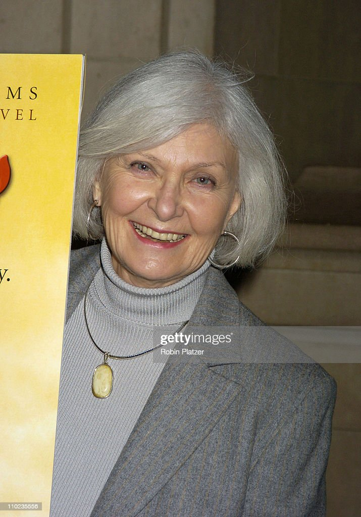 <a gi-track='captionPersonalityLinkClicked' href=/galleries/search?phrase=Joanne+Woodward&family=editorial&specificpeople=211476 ng-click='$event.stopPropagation()'>Joanne Woodward</a> during HBO Films 'Empire Falls' New York City Premiere at Metropolitan Museum of Art in New York City, New York, United States.