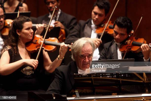 Joao Carlos Martins leading the Orchestra Filarmonica Bachiana at Avery Fisher Hall on Sunday night September 19 2010This imageFor encore Joao Carlos...
