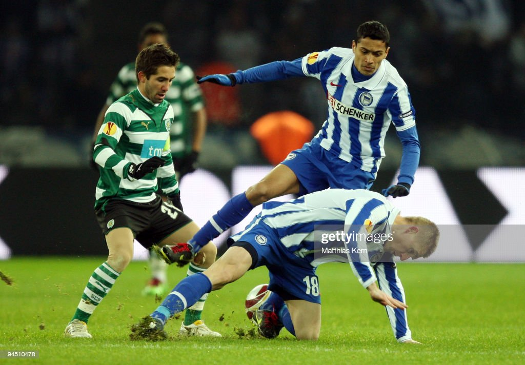 Joao Moutinho, Cicero and Artur Wichniarek battle for the ball during the UEFA Europa League match between Hertha BSC Berlin and Sporting Lissabon at Olympic stadium on December 16, 2009 in Berlin, Germany.