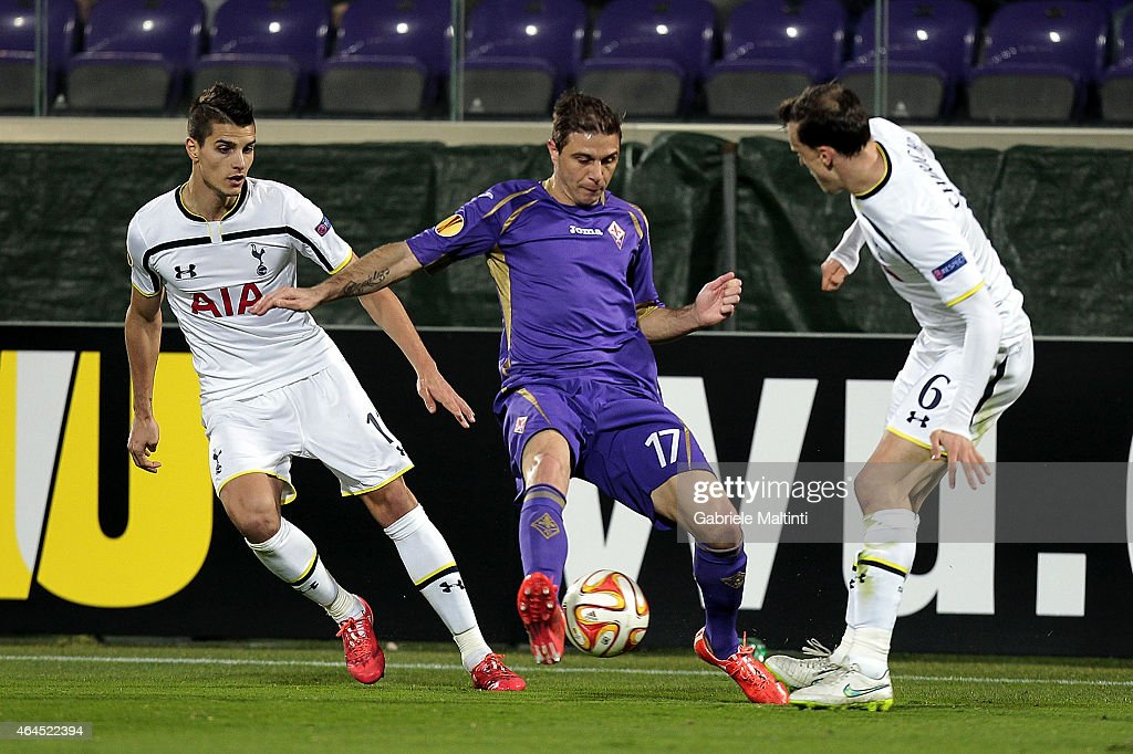 Joaquin (C) of ACF Fiorentina battles for the ball with Erik Lamela (L) and Vlad Chirinches of Tottenham Hotspur FC during the UEFA Europa League Round of 32 match between ACF Fiorentina and Tottenham Hotspur FC at Artemio Franchi stadium on February 26, 2015 in Florence, Italy.