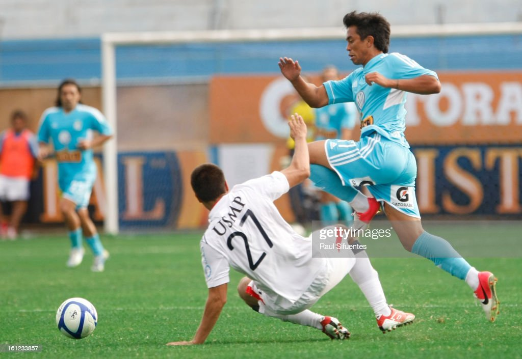 Joarzinho Arroe of Sporting Cristal fights for the ball with Anthony Molina of San Martin during a match between Sporting Cristal and San Martin as part of The 2013 Torneo Descentralizado at the Alberto Gallardo Stadium on February 09, 2013 in Lima, Peru