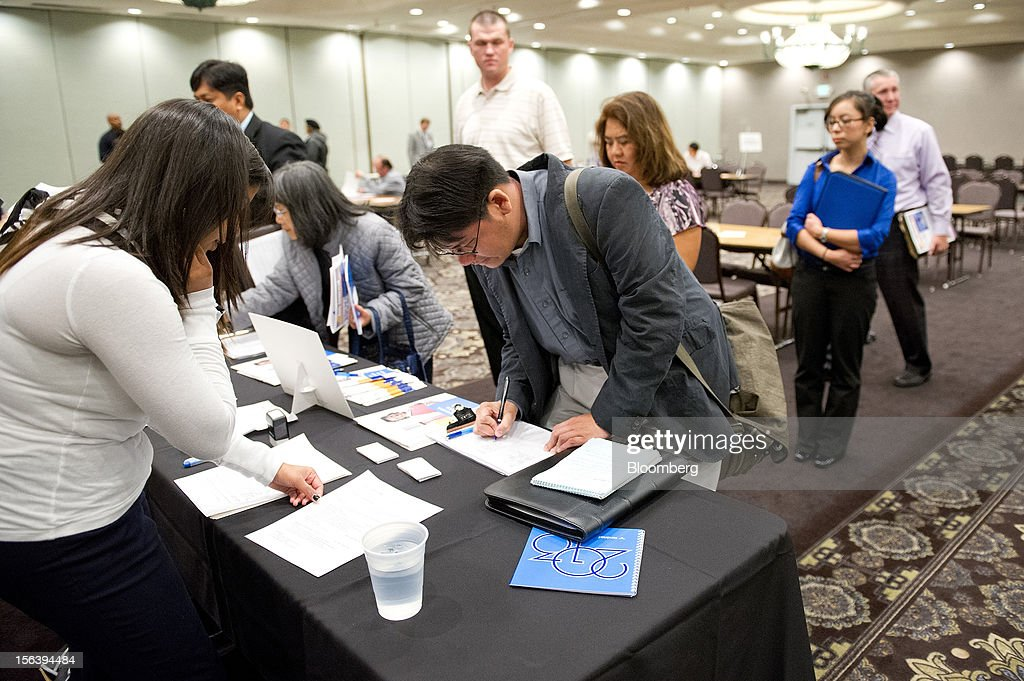 Job applicants fill out applications during a HIREvent job fair in Concord, California, U.S., on Tuesday, Nov. 13, 2012. The U.S. Labor Department is scheduled to release initial jobless claims and continuing claims data on Nov. 15 Photographer: David Paul Morris/Bloomberg via Getty Images