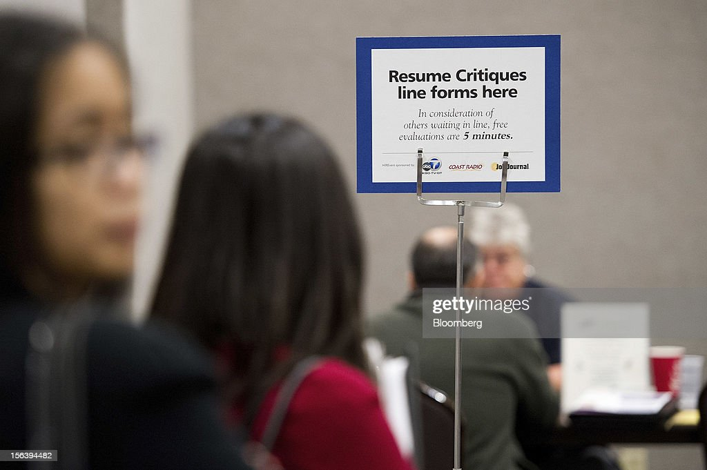 Job applicants line up for a resume review during a HIREvent job fair in Concord, California, U.S., on Tuesday, Nov. 13, 2012. The U.S. Labor Department is scheduled to release initial jobless claims and continuing claims data on Nov. 15 Photographer: David Paul Morris/Bloomberg via Getty Images