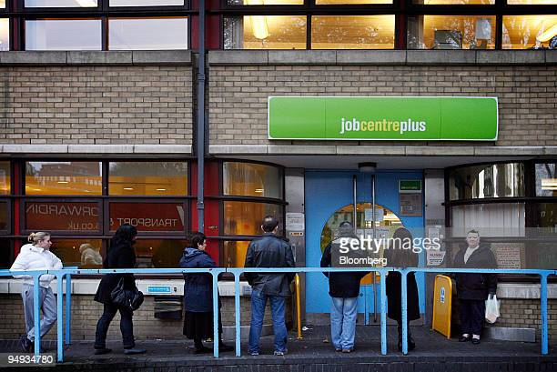 Jobseekers wait for a Job Centre to open in London UK on Monday Dec 15 2008 UK business services companies will shed 275000 workers in the next two...