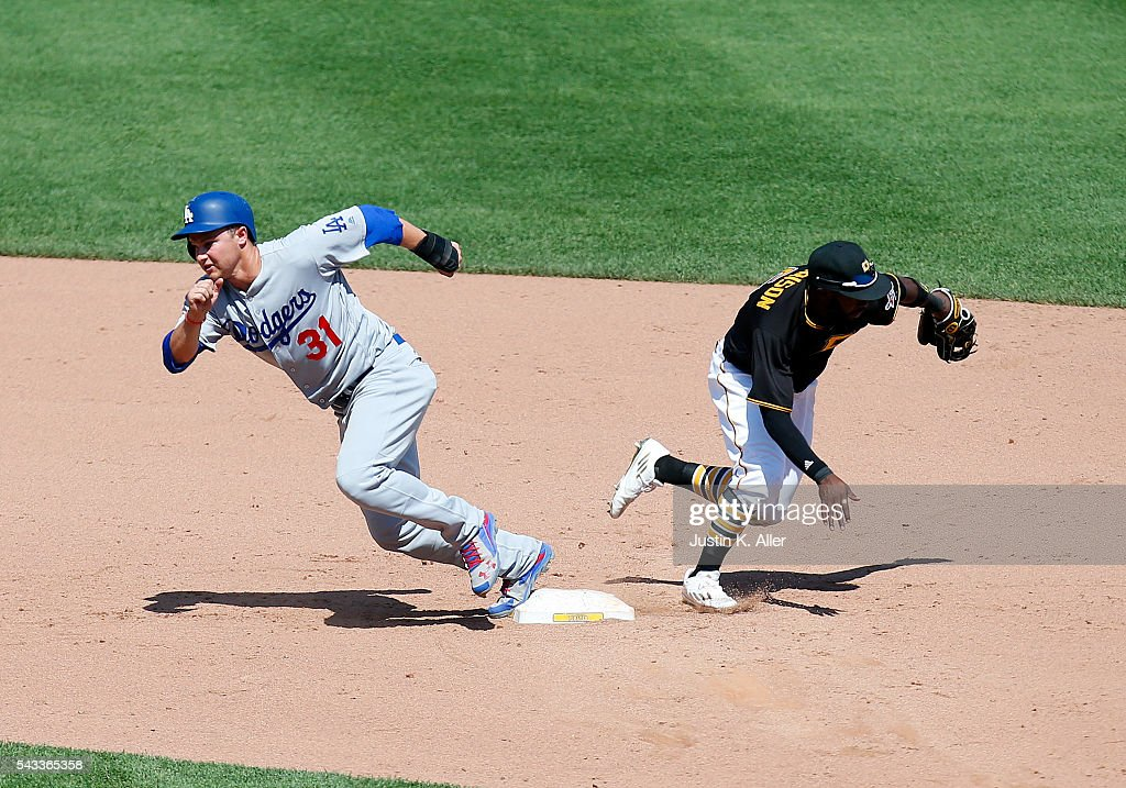 <a gi-track='captionPersonalityLinkClicked' href=/galleries/search?phrase=Joc+Pederson&family=editorial&specificpeople=9750060 ng-click='$event.stopPropagation()'>Joc Pederson</a> #31 of the Los Angeles Dodgers attempts to steal third base as <a gi-track='captionPersonalityLinkClicked' href=/galleries/search?phrase=Josh+Harrison+-+Baseball+Player&family=editorial&specificpeople=6241736 ng-click='$event.stopPropagation()'>Josh Harrison</a> #5 of the Pittsburgh Pirates chases after the ball in the ninth inning during the game at PNC Park on June 27, 2016 in Pittsburgh, Pennsylvania.