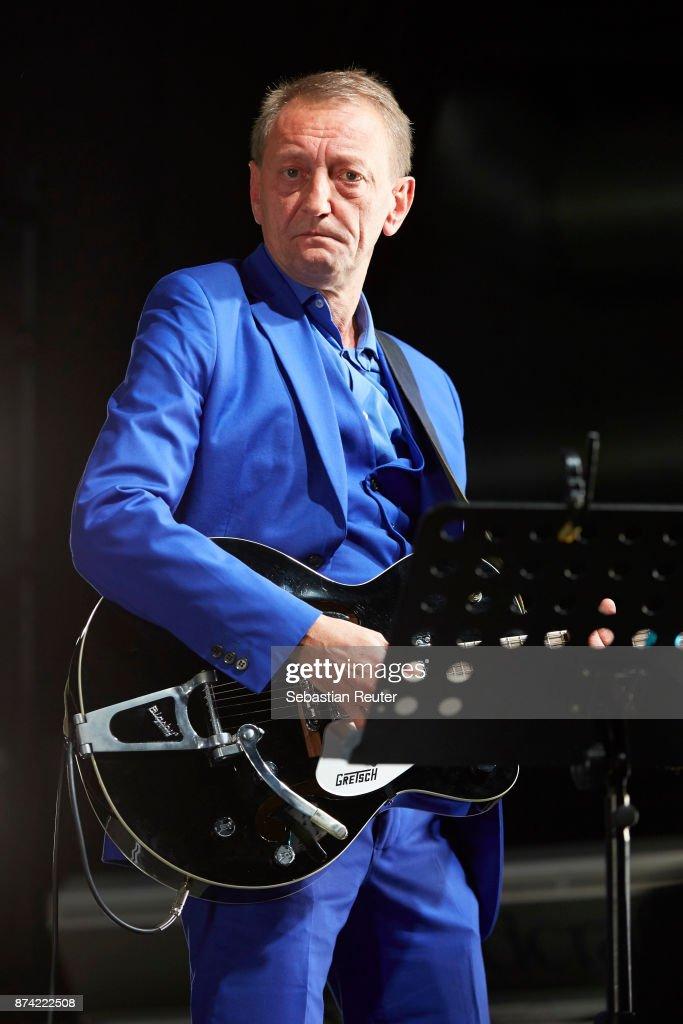 Jochen Arbeit of Einstuerzende Neubauten performs at Columbiahalle on November 14, 2017 in Berlin, Germany.
